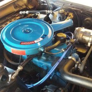 Motor do Ford Maverick 6c. Detalhe do Tampa do Filtro de Ar